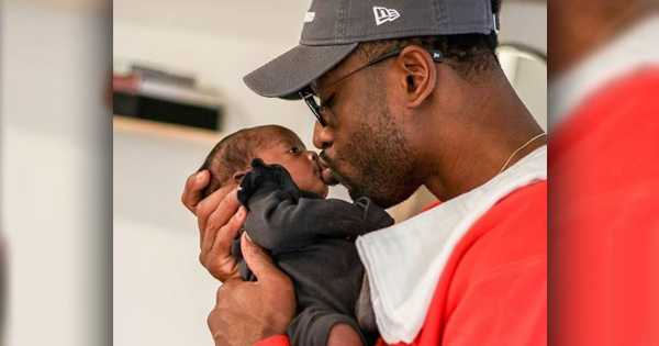 Dwyane Wade kiss daughter Kaavia's lips